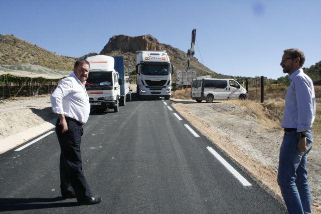 El alcalde visita las obras de mejora de la carretera RM-C8 con el fin de conocer su estado de ejecución, ya en su tramo final, Foto 1