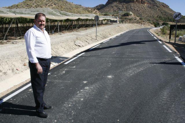 El alcalde visita las obras de mejora de la carretera RM-C8 con el fin de conocer su estado de ejecución, ya en su tramo final, Foto 3