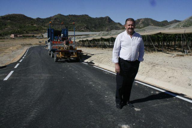 El alcalde visita las obras de mejora de la carretera RM-C8 con el fin de conocer su estado de ejecución, ya en su tramo final, Foto 4