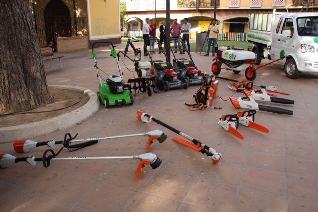 Nuevos vehículos y herramientas eléctricas para el cuidado de parques y jardines, Foto 1
