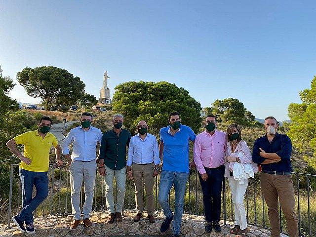 VOX Totana recibe la visita de Antelo, presidente provincial, acompañado del concejal Javier Clemente Sánchez y varios miembros del partido