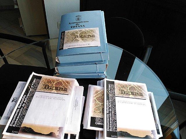 El Plan General de Ordenaci�n Urbana de Totana, aprobado en el Pleno de 28 de julio, preparado para enviar a la Consejer�a, Foto 2