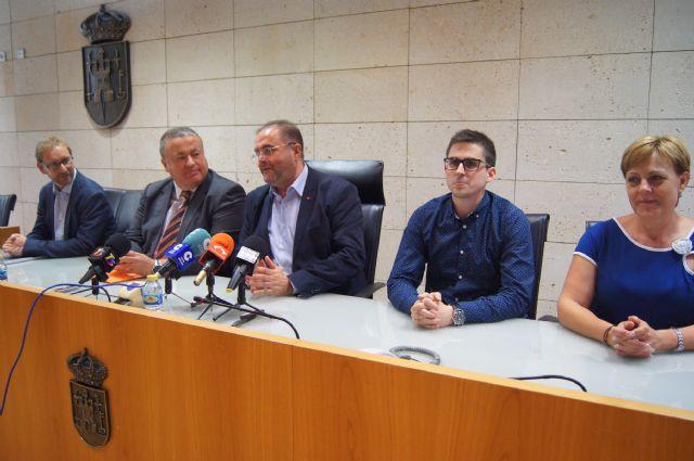 El alcalde continuará las reuniones con los miembros del Gobierno regional a partir de este mes de septiembre, Foto 1