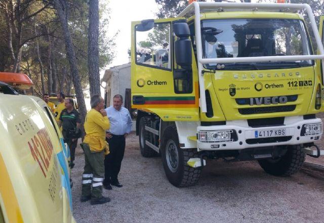 El alcalde conoce de primera mano los trabajos de prevención que realizan las brigadas forestales en Sierra Espuña, Foto 1