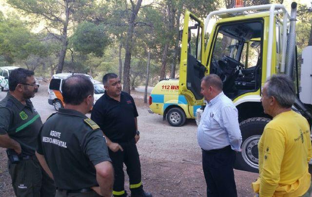 El alcalde conoce de primera mano los trabajos de prevención que realizan las brigadas forestales en Sierra Espuña, Foto 2