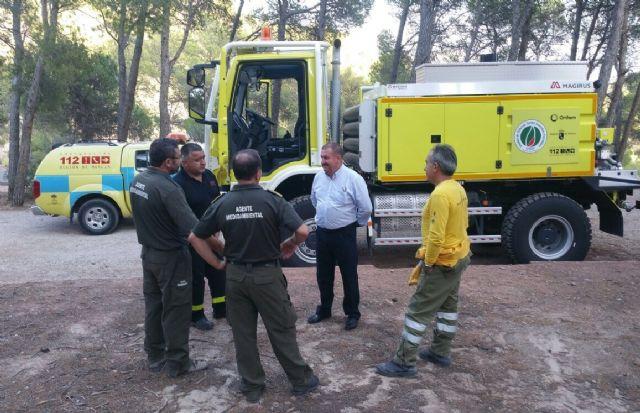 El alcalde conoce de primera mano los trabajos de prevención que realizan las brigadas forestales en Sierra Espuña, Foto 3