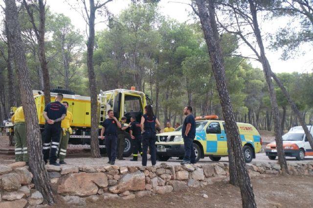 El alcalde conoce de primera mano los trabajos de prevención que realizan las brigadas forestales en Sierra Espuña, Foto 4
