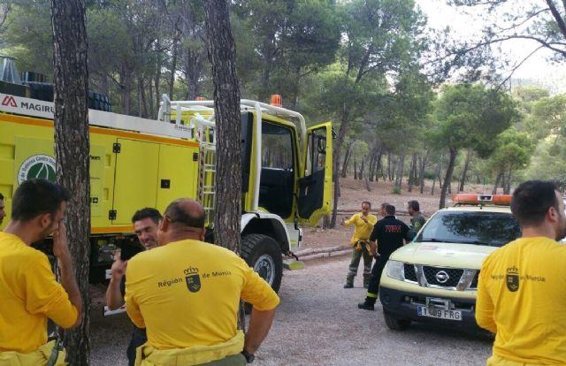 El alcalde conoce de primera mano los trabajos de prevención que realizan las brigadas forestales en Sierra Espuña, Foto 6