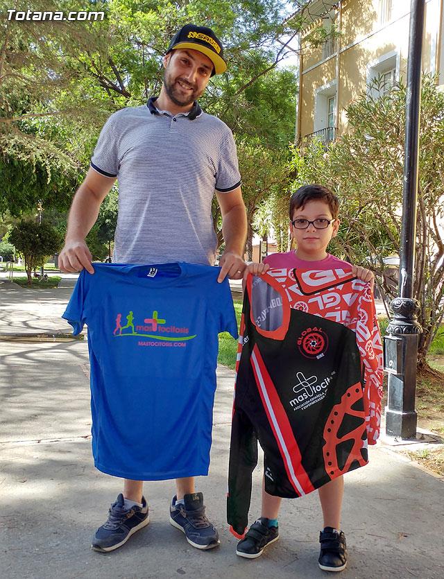 El ciclista alhameño de enduro y descenso Luis Sánchez dará visibilidad a la mastocitosis luciendo una camiseta en las pruebas en las que participe, Foto 1