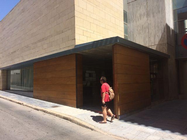 Sólo permanecerá abierto durante lo que resta del mes de agosto el acceso al edificio principal del Ayuntamiento por la calle Mayor Sevilla, Foto 2