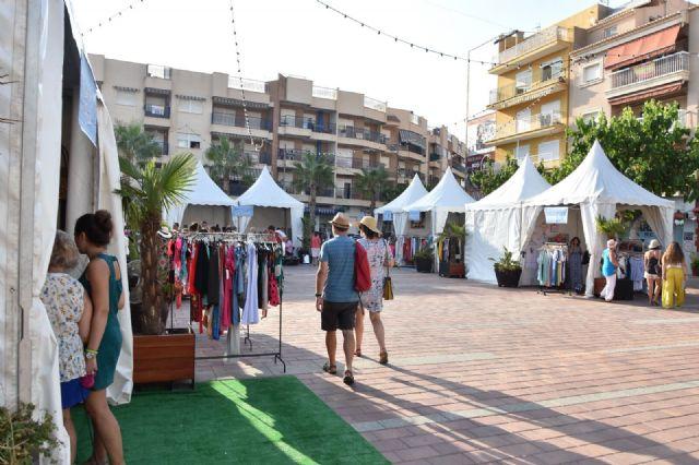 La feria outlet fomenta las compra en comercios del municipio durante el primer fin de semana de agosto, Foto 1