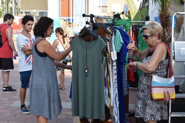 La feria outlet fomenta las compra en comercios del municipio durante el primer fin de semana de agosto, Foto 2