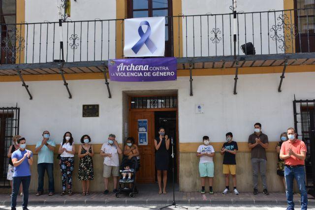 Concentración para condenar la violencia machista sufrida por una vecina de Archena este pasado fin de semana - 1, Foto 1