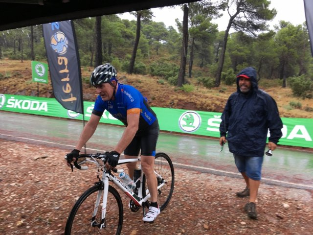 Terra Sport Cycling organized a route to Collado Bermejo to watch the Vuelta a España pass - 4