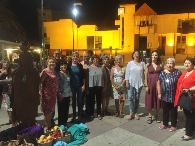 Molina de Segura rinde un homenaje a las mujeres trabajadoras de las fábricas con la obra artística Estrellas en Conserva - 1, Foto 1