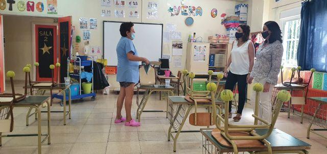 El Ayuntamiento de Alcantarilla dota a los centros educativos de mascarillas, gel hidroalcohólico y material de limpieza para el inicio del curso escolar - 1, Foto 1
