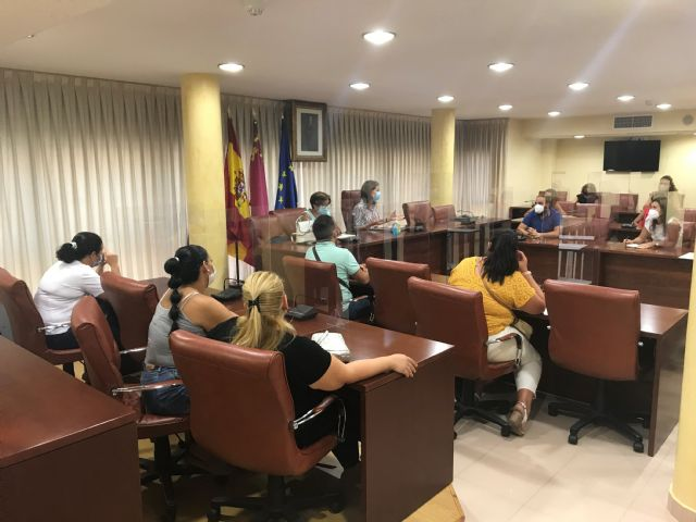 La alcaldesa y la edil de Educación se reúnen con las AMPAS para tratar cuestiones sobre el inicio del curso escolar - 1, Foto 1
