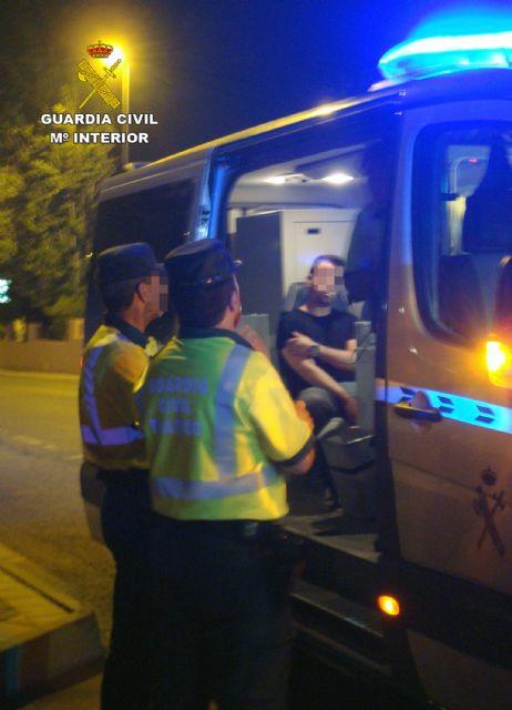 La Guardia Civil detiene a dos conductores por circular de modo temerario y bajo la influencia de alcohol y drogas, Foto 5