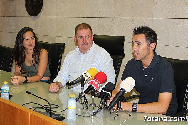 The Totana City Council performs an institutional recognition to totanero tennis player, Pedro Cánovas, recent senior European champion +35 with the Murcia Tennis Club - 2