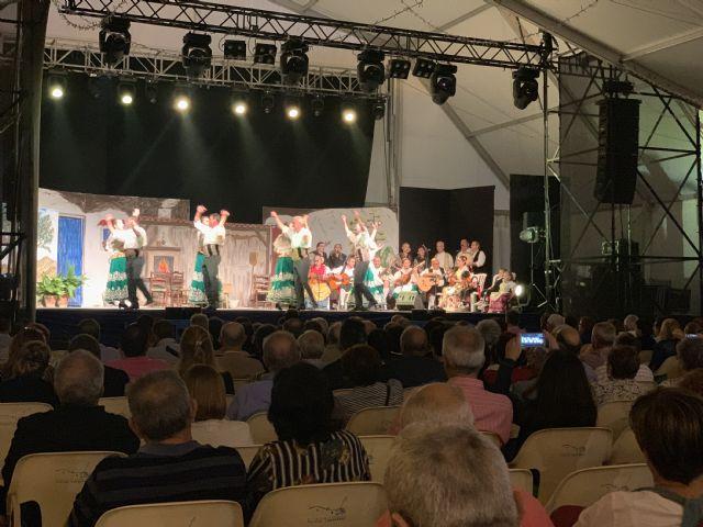Centenares de lumbrerenses asisten al Festival de Coros y Danzas - 1, Foto 1