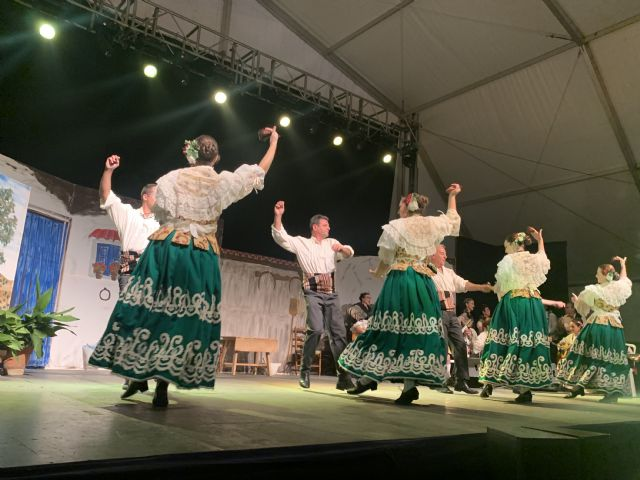 Centenares de lumbrerenses asisten al Festival de Coros y Danzas - 2, Foto 2