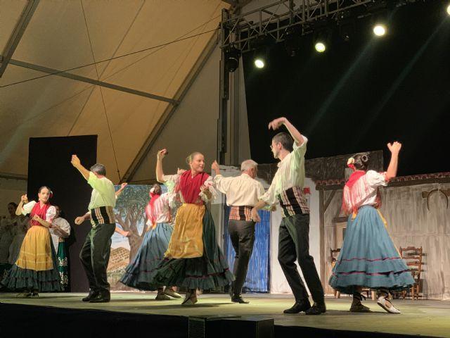 Centenares de lumbrerenses asisten al Festival de Coros y Danzas - 3, Foto 3