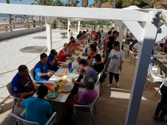 Usuarios del Centro de Día de Personas con Discapacidad Intelectual disfrutan de una invitación en el restaurante ´Deskaro´, Foto 2