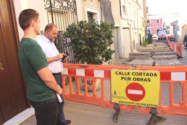 Las obras de renovación del tramo de red de saneamiento y abastecimiento de la calle San Ramón se prolongarán durante los próximos dos meses