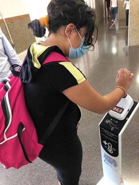 La campaña solidaria de Aseplu y Ayuntamiento dota a todos los centros educativos de Puerto Lumbreras de soportes de temperatura - 2, Foto 2