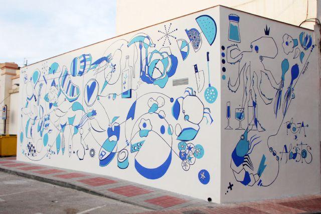 El artista Murfy realiza un mural en la Plaza de Abastos, Foto 1