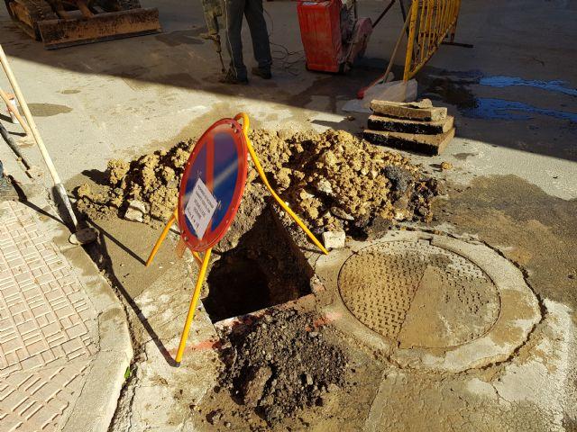 Obras de mejora de abastecimiento en las calles Isaac Albéniz y Narciso Yepes, Foto 2