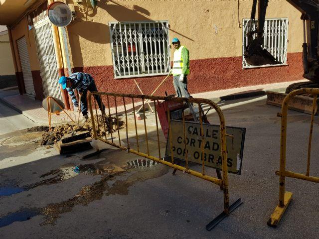 Obras de mejora de abastecimiento en las calles Isaac Albéniz y Narciso Yepes, Foto 4