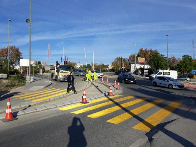 Carreteras instala un nuevo paso de cebra en el acceso Este al Campus de Espinardo - 1, Foto 1