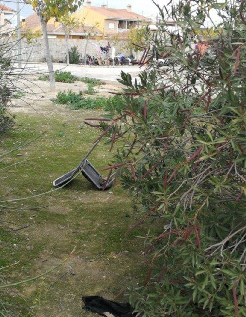 CIUDADANOS denuncia que el PP incumple su compromiso de arreglo del jardín de Cristóbal Colon - 2, Foto 2