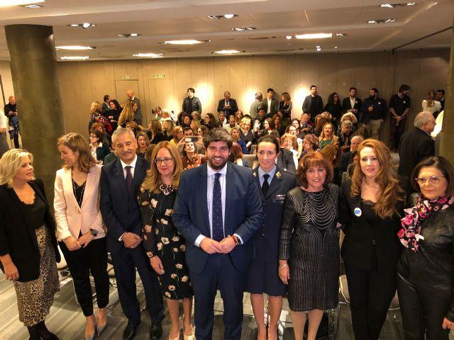 López Miras clausura la gala del 25 aniversario de la Organización de Mujeres Empresarias y Profesionales de la Región de Murcia, Foto 1