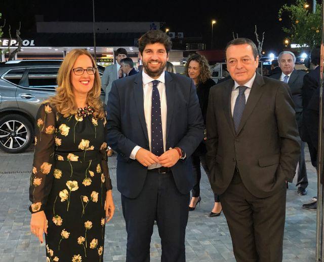 López Miras clausura la gala del 25 aniversario de la Organización de Mujeres Empresarias y Profesionales de la Región de Murcia, Foto 2