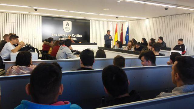 Los escolares del centro de FP 'La Salceda' conocen el Ayuntamiento - 1, Foto 1