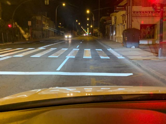 La carretera de Alcantarilla y la de Alicante estrenan una nueva pintura vial reflectante - 1, Foto 1