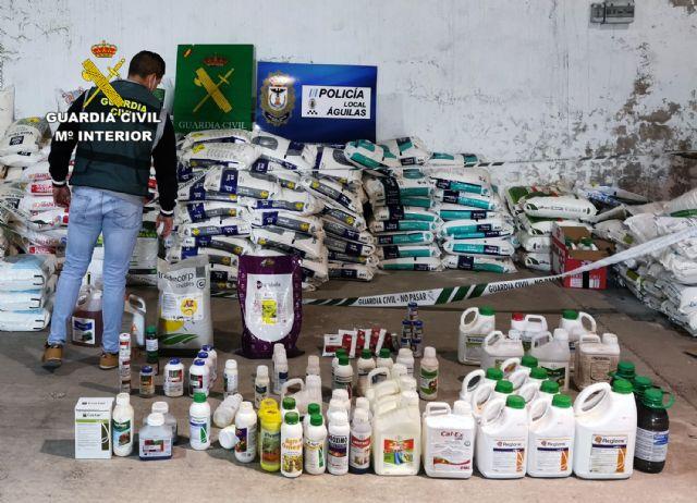 La Guardia Civil desmantela una organización criminal dedicada a la sustracción de abonos y productos fitosanitarios - 1, Foto 1