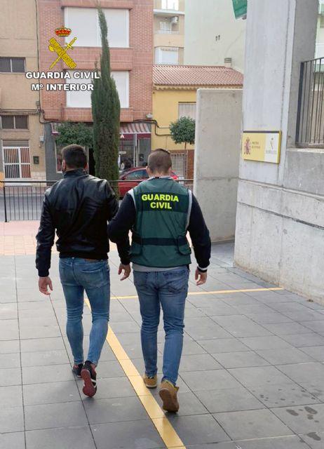 La Guardia Civil desmantela una organización criminal dedicada a la sustracción de abonos y productos fitosanitarios - 2, Foto 2
