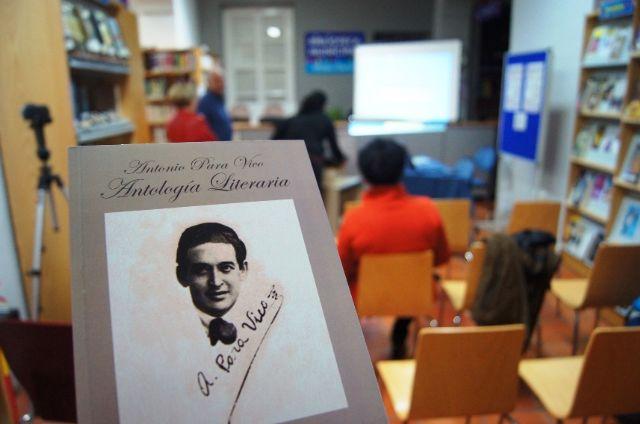 El profesor Juan Antonio Fernández ofrece una conferencia y presenta el libro Antología literaria de Antonio Para Vico, Foto 1