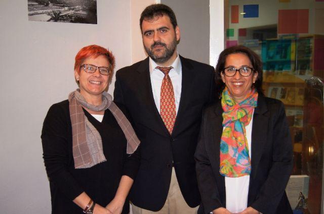 El profesor Juan Antonio Fernández ofrece una conferencia y presenta el libro Antología literaria de Antonio Para Vico, Foto 3
