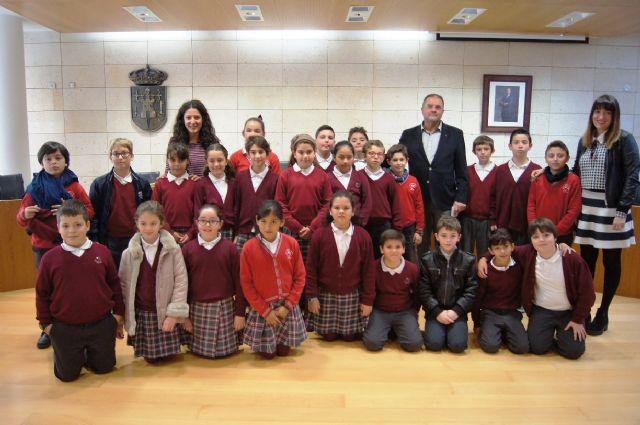 Alumnos de Educación Primaria del colegio Reina Sofía abren el programa Conoce tu ayuntamiento, Foto 1