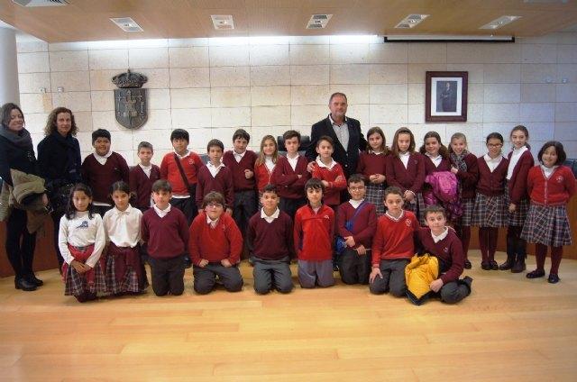 Alumnos de Educación Primaria del colegio Reina Sofía abren el programa Conoce tu ayuntamiento, Foto 2