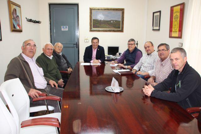 Encuentro entre las sociedades de cazadores de Alhama, Espuña Turística y el Ayuntamiento, Foto 1