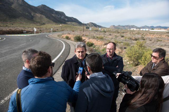 La Comunidad mejora la señalización en la intersección de la carretera de Mazarrón a Cañada de Gallego, Foto 2