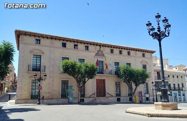 Fachada del edificio principal del Ayuntamiento de Totana (Murcia), Foto 1
