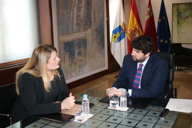El presidente Fernando López Miras se reúne con la alcaldesa de Mazarrón, Foto 1