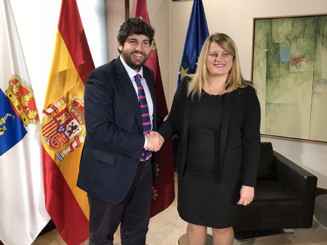 El presidente Fernando López Miras se reúne con la alcaldesa de Mazarrón, Foto 2