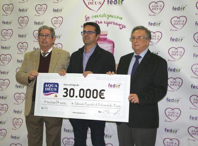La empresa de agua mineral natural AQUADEUS dona 30.000 euros a la Federaci�n Española de Enfermedades Raras para proyectos de investigaci�n, Foto 1